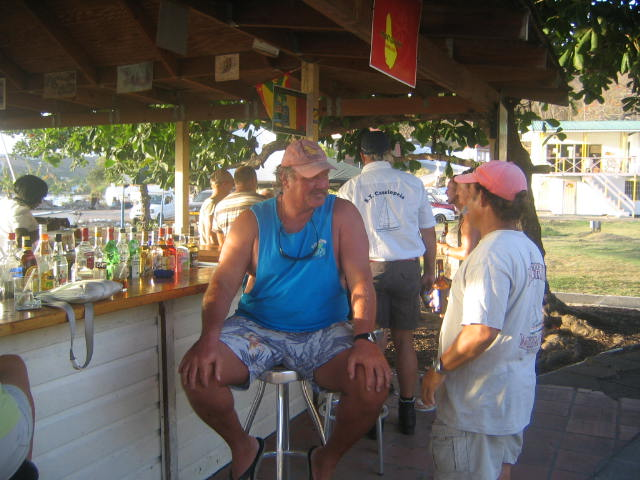 Pirate and Chris at happy hour under de tree