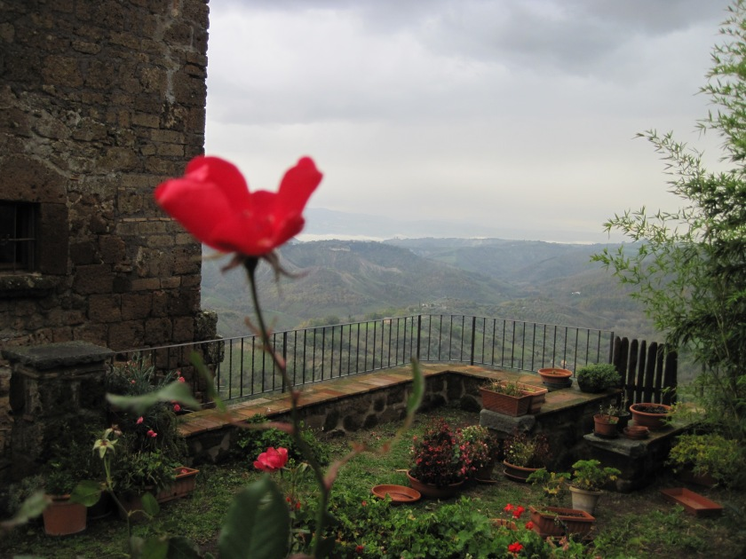 Courtyard with a view in Civita